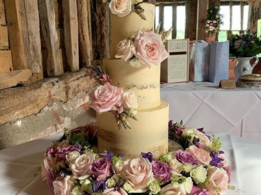 Moo Moo Wedding Cakes